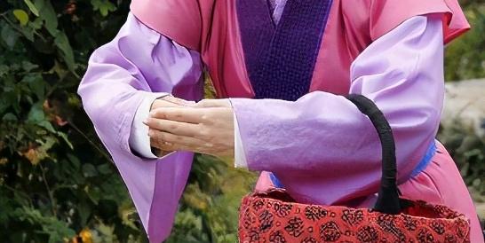 你知道穿汉服该怎么拜年吗?学会这三种礼仪,秒变别人家的孩子