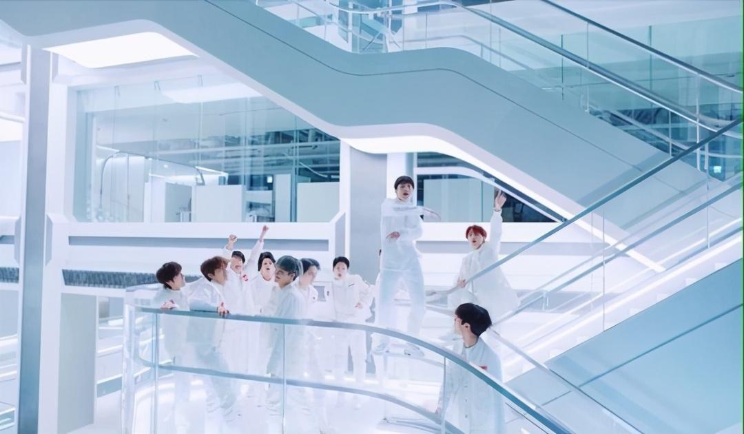 未来感十足!Treasure新曲展现YG新大楼,内部豪华瞩目