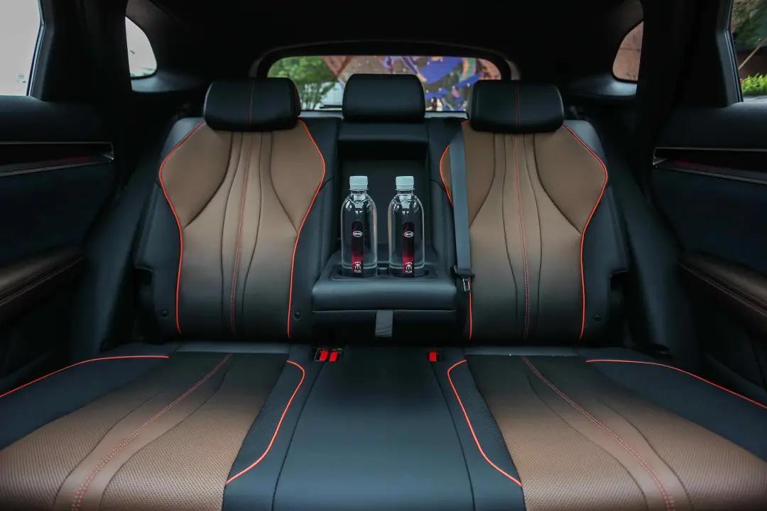 10多万元的最强自主品牌SUV对比,哈弗H6输了吗?