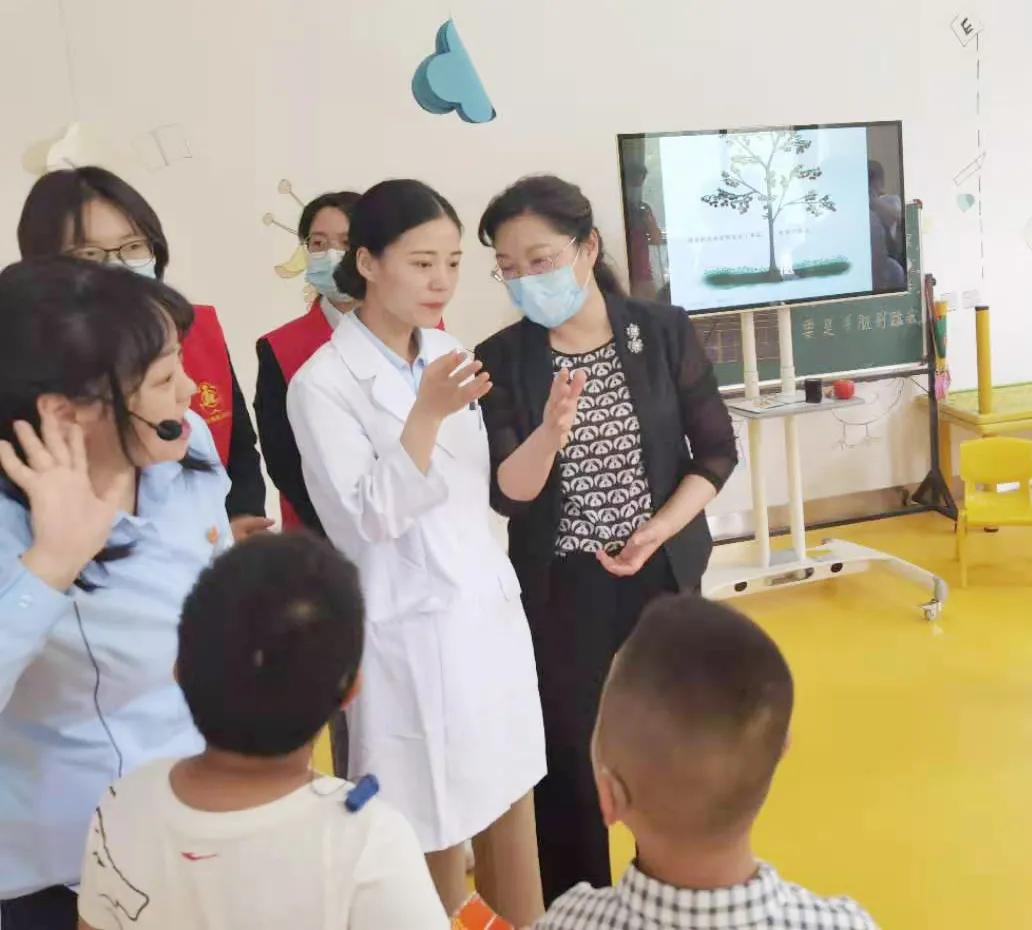 庆六一,关爱特殊儿童 市领导慰问残疾人康复中心特殊儿童