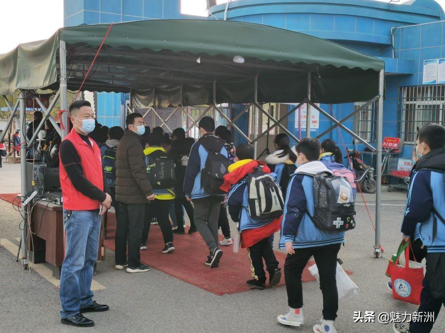 阳逻第一初级中学在职党员先锋 携手蓝天社区开展共建护学活动