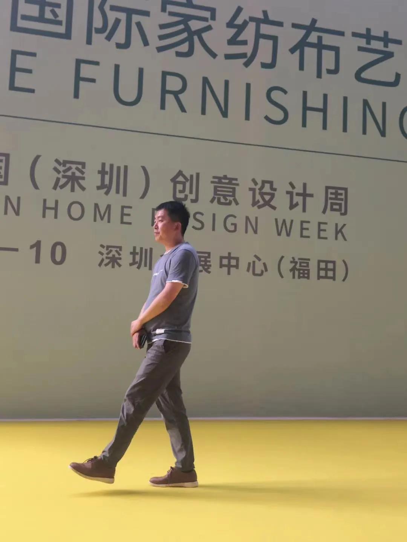 新加坡华人卓林波到风水名城赣州学习易经风水  学以致用  在窗帘设计大有作为