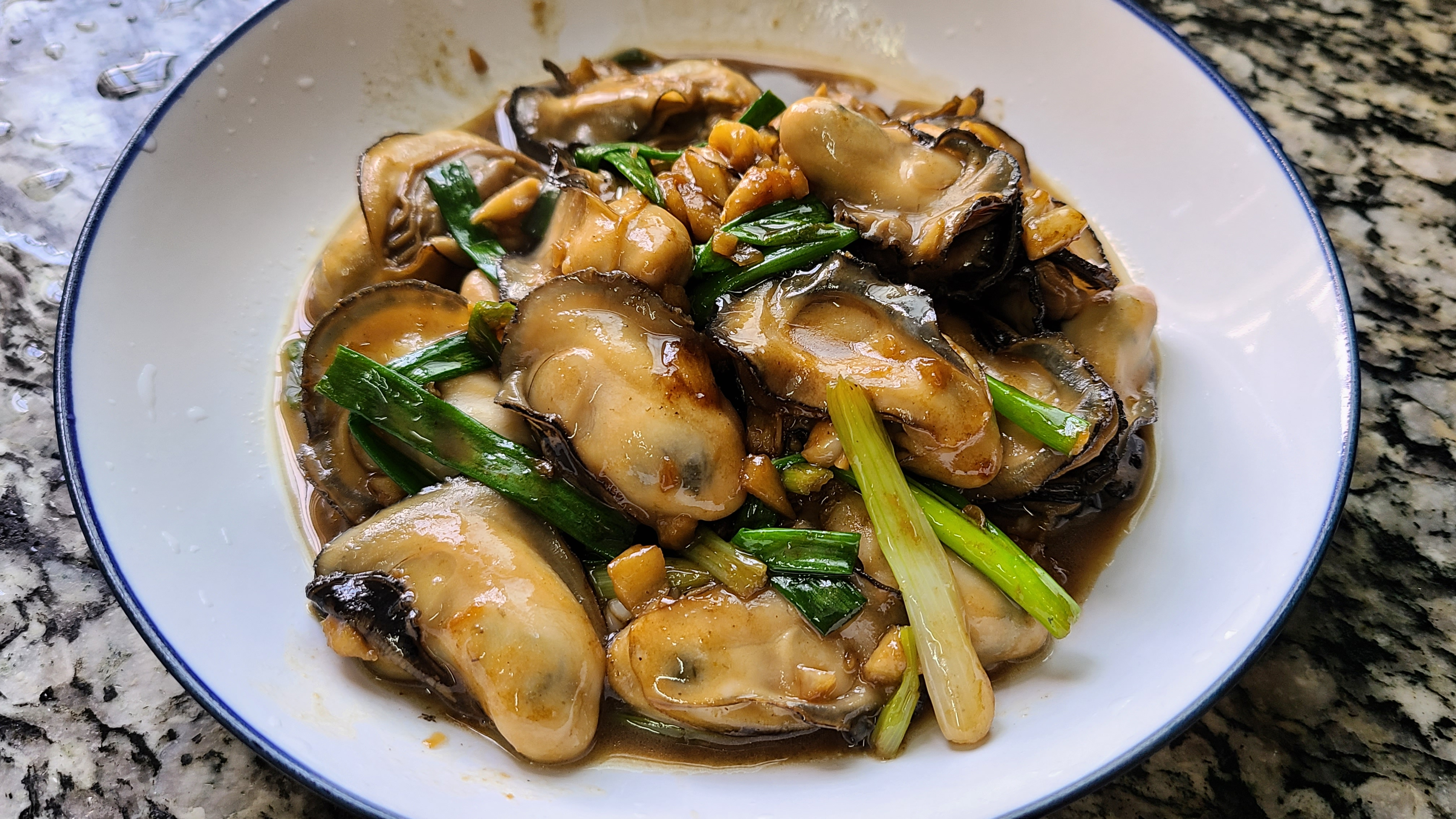 广式炒生蚝原来这么好吃,家常做法味道鲜美,看着就馋了 美食做法 第2张