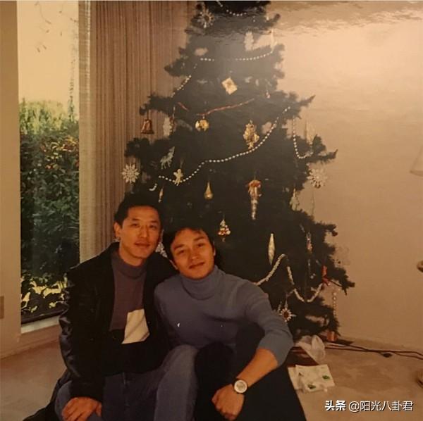 张国荣逝世17周年,唐鹤德晒合影悼念挚爱:你在另一国度鼓励我们