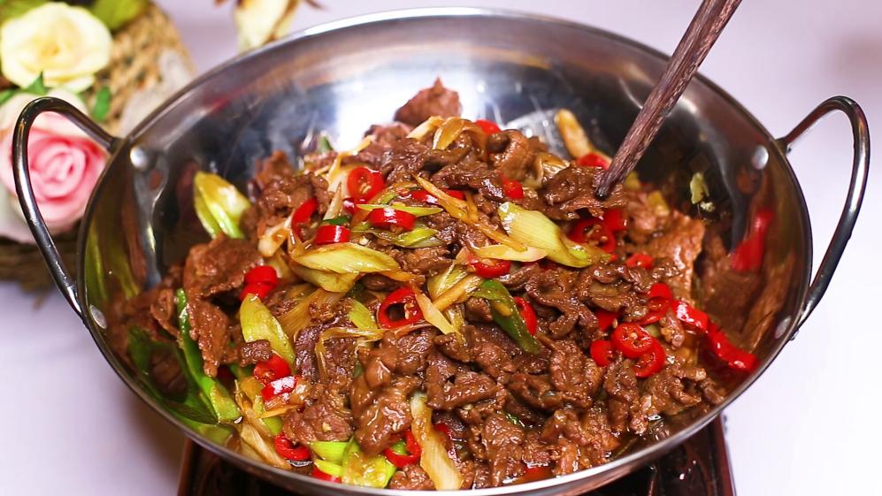 炒牛肉时,不要放盐和料酒腌制,教你正确方法,牛肉不老不柴 美食做法 第1张