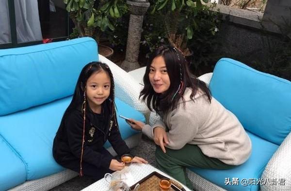 赵薇11岁女儿生日捐款25万,已连续六年捐款,近照越来越美像妈妈