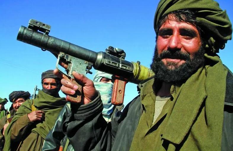 美国阿富汗打仗多年,结果塔利班邀请中国去投资,这美国人气疯了