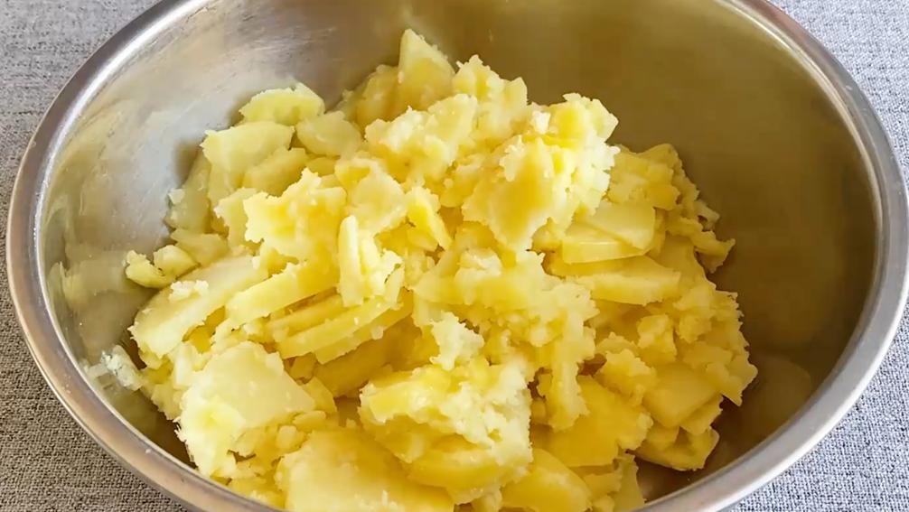 3個土豆教你好吃新做法,軟糯香甜又拉絲,孩子多吃個子蹬蹬長