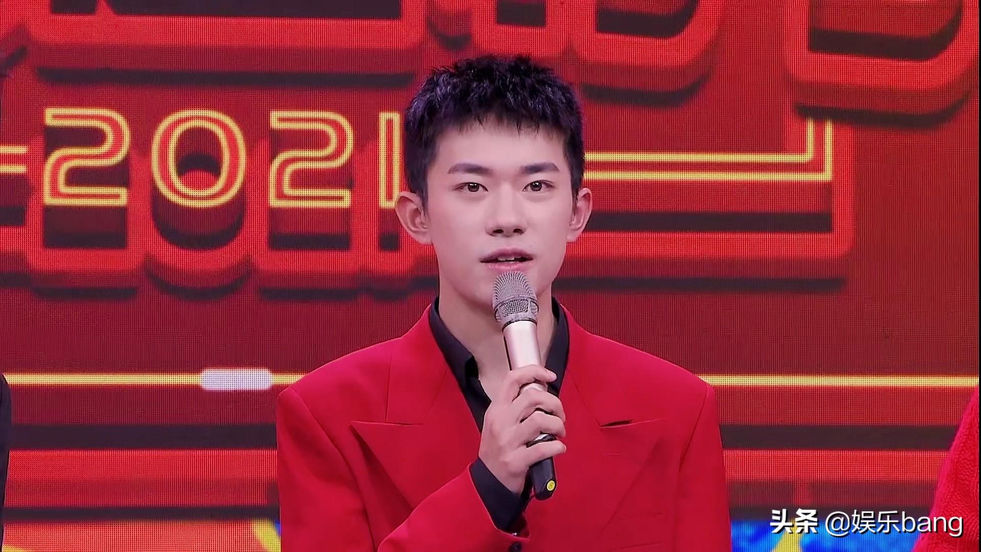 张杰易烊千玺罕见同框,两代歌手惊喜合作,却因身高差引起热议
