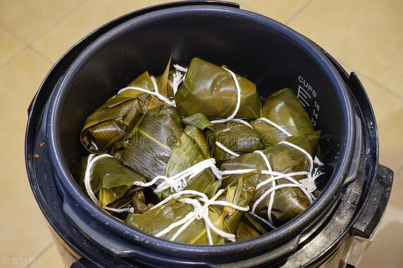 煮粽子,不要只会用清水,记住2个窍门,粽子软糯香甜,不夹生 美食做法 第5张