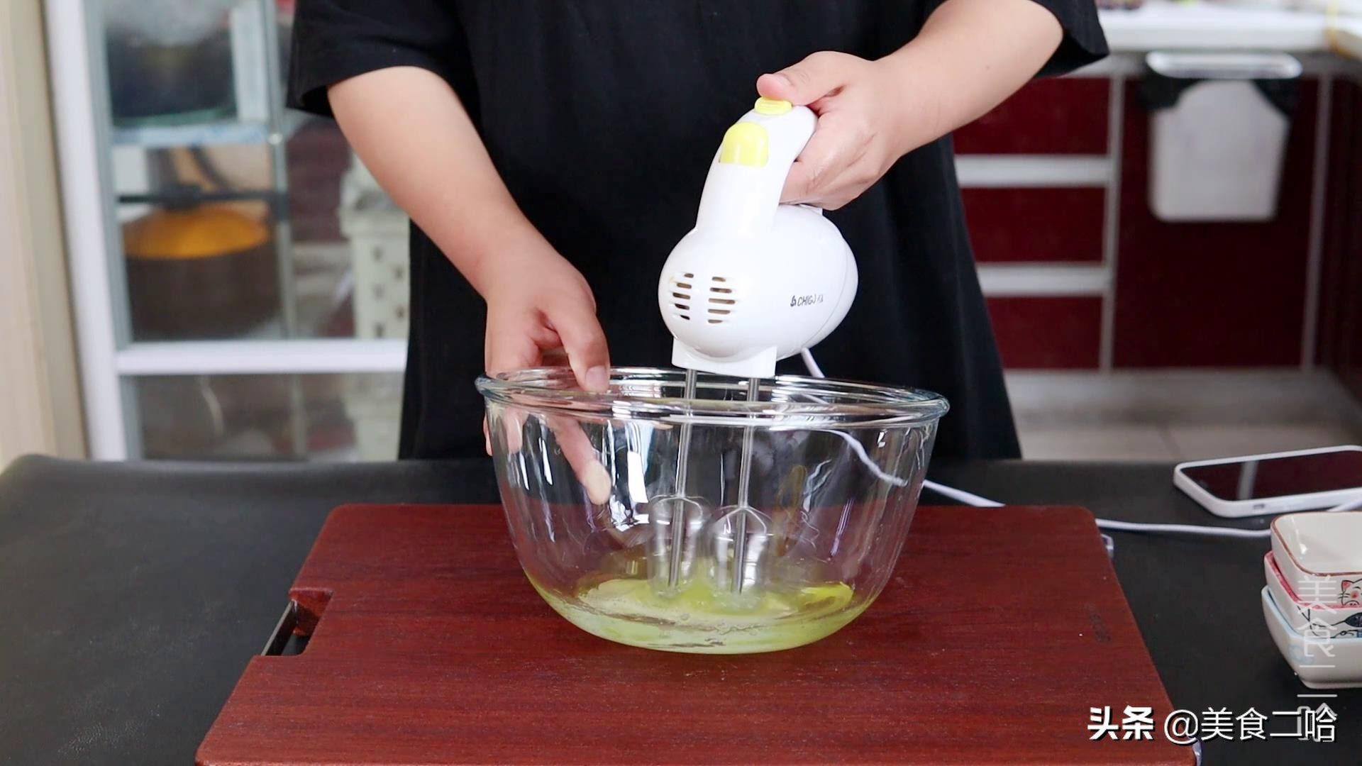 鸡蛋这个做法你可能没吃过,简单1变做成传统小吃,比云朵还要软 美食做法 第4张