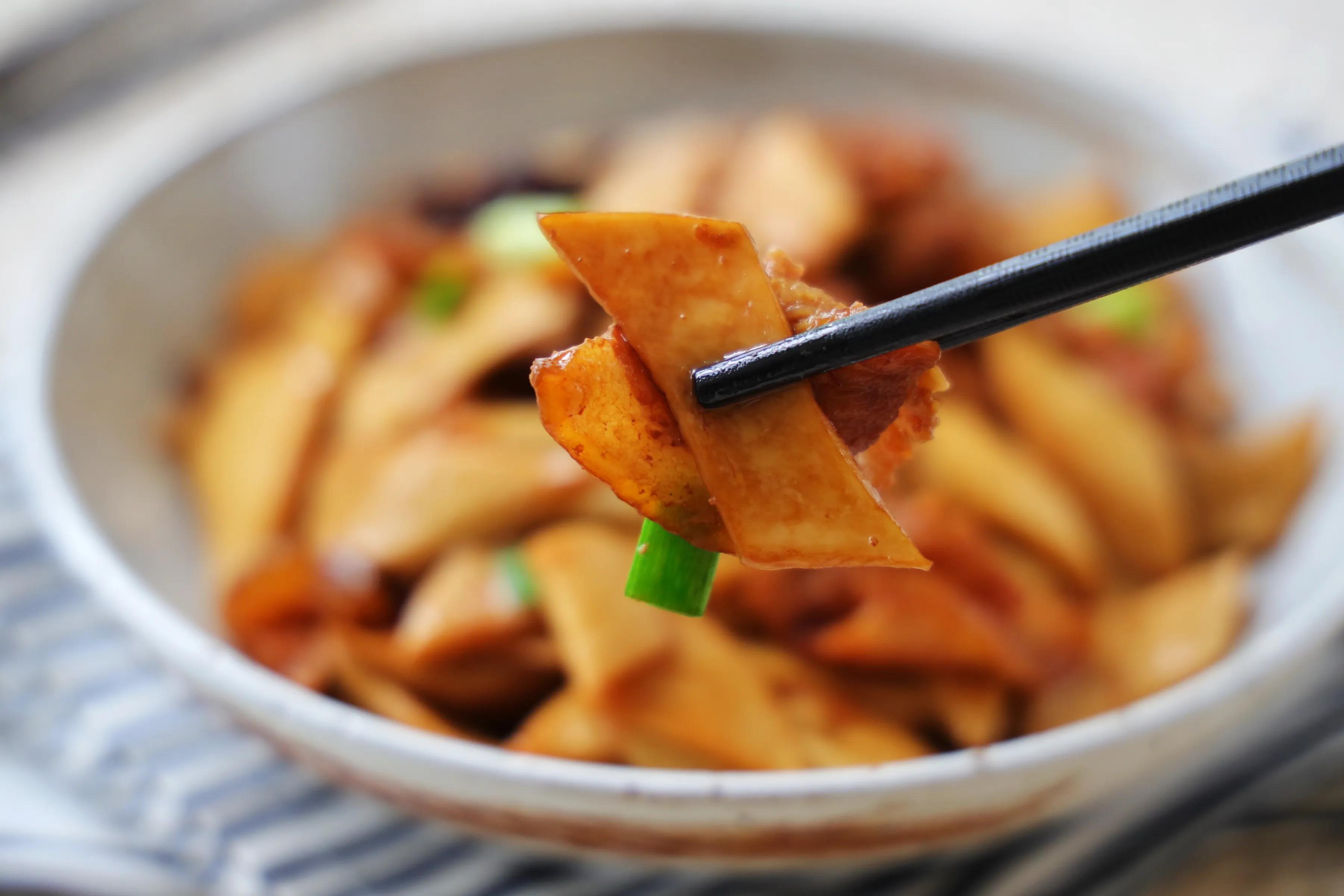 立夏了,這樣的小炒菜要多吃,葷素搭配,營養下飯,孩子超愛吃