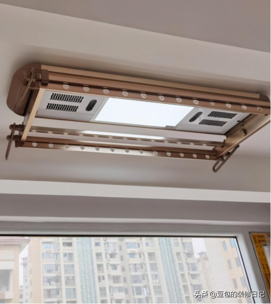 阳台装修安装电动晾衣架有必要吗?先看看优缺点,再决定是否安装