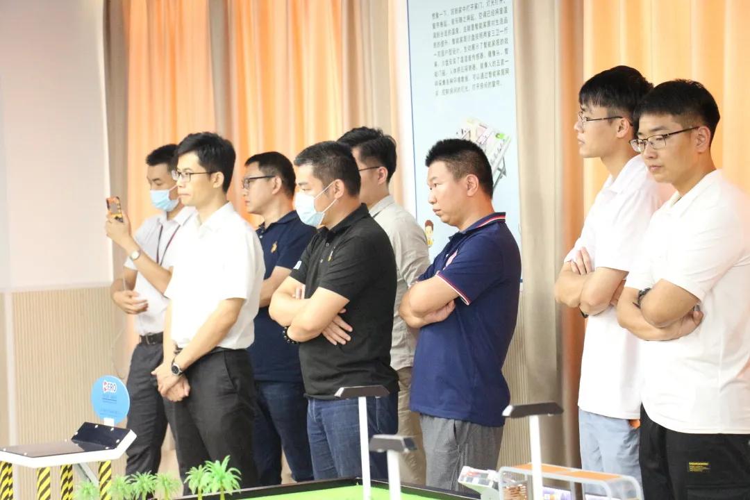 热烈祝贺飞瑞敖中小学人工智能课程研讨会暨赛事交流大会圆满召开