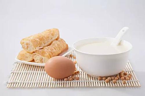 豆浆为啥不能跟鸡蛋一起吃?有科学道理吗?喝豆浆需要注意3件事