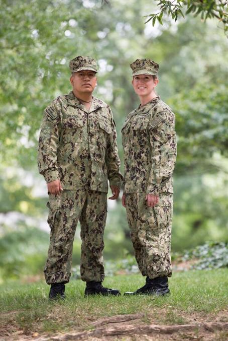 美军迷彩可以套保暖外罩,一个小设计遮挡军衔,让狙击手无所适从