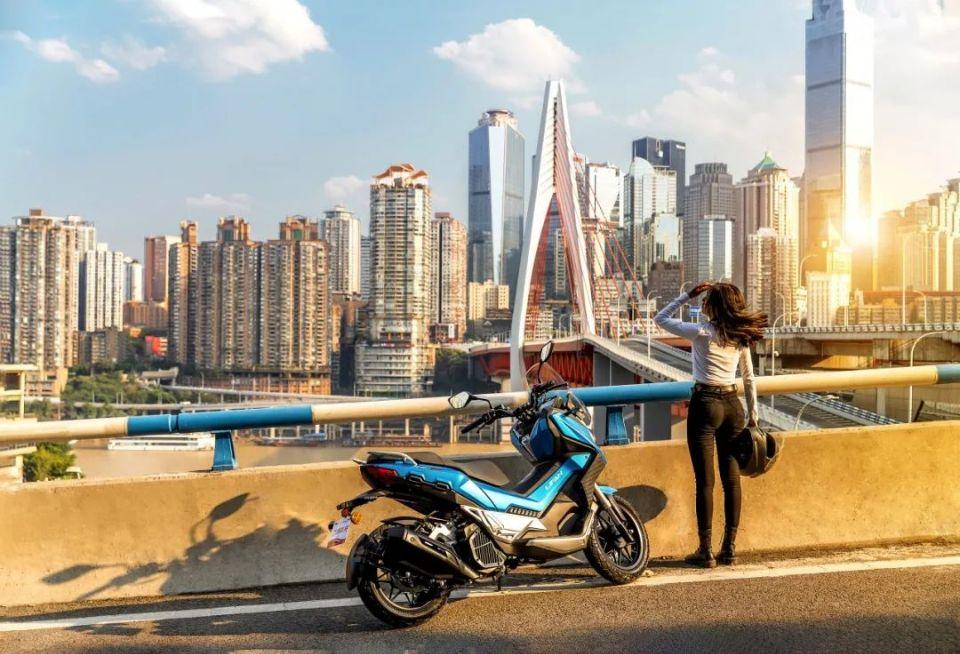 为什么现在很多人会放弃汽车,而骑摩托车?