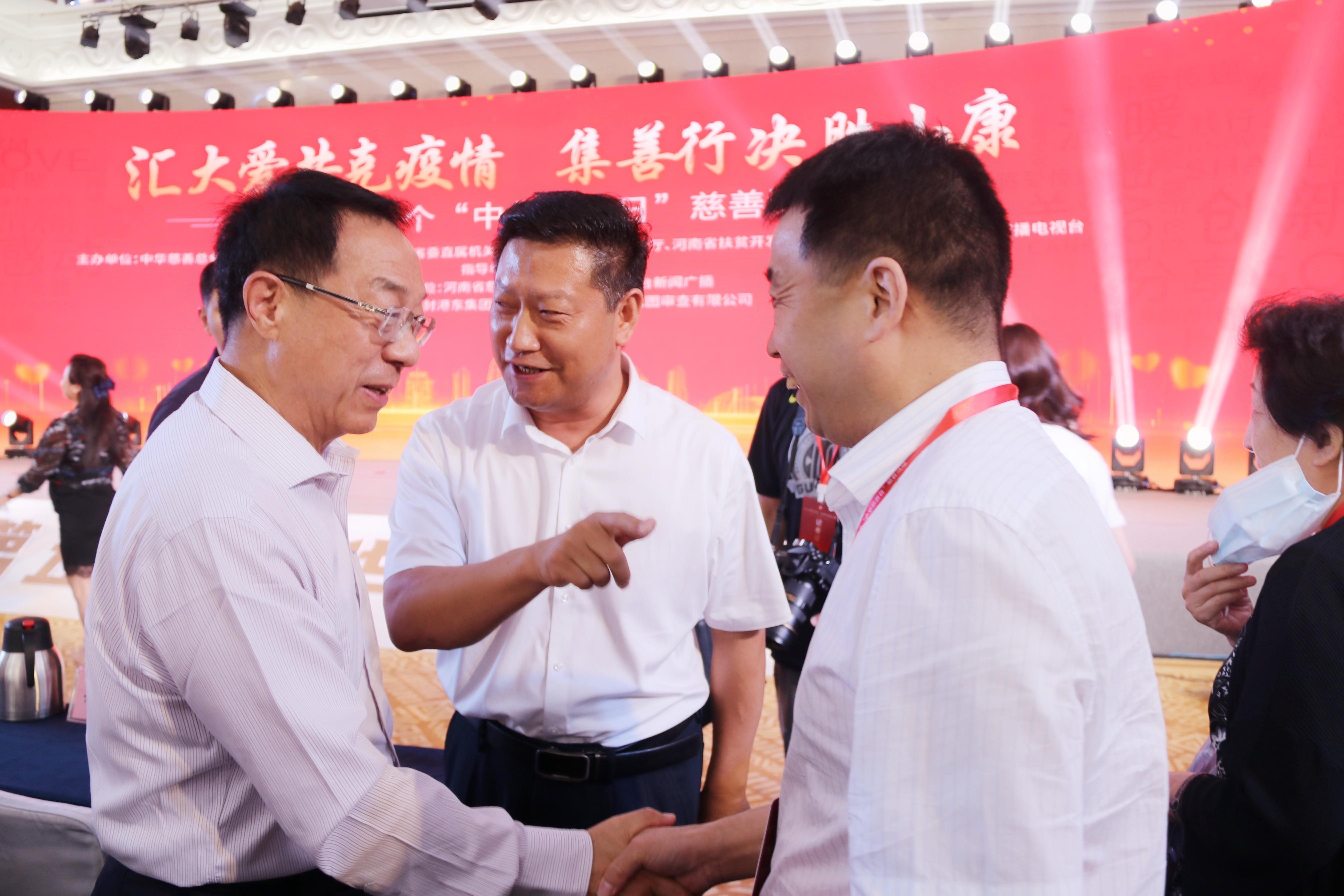 开封港东集团董事长陈俊延向河南省慈善总会捐款1000万元