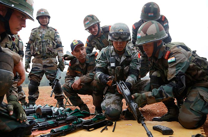 """战争风险陡增!中印边境军事紧张全线拉开印军欲""""先发制人"""""""