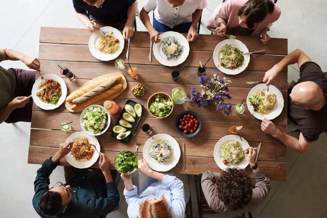 【隔夜菜会致癌、饭后喝酸奶促消化……这6个饮食误区坑了太多人】图1