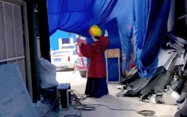 《乘风波浪的姐姐》选秀太狠了!逼得舞蹈出身的金晨穿大红袍练舞