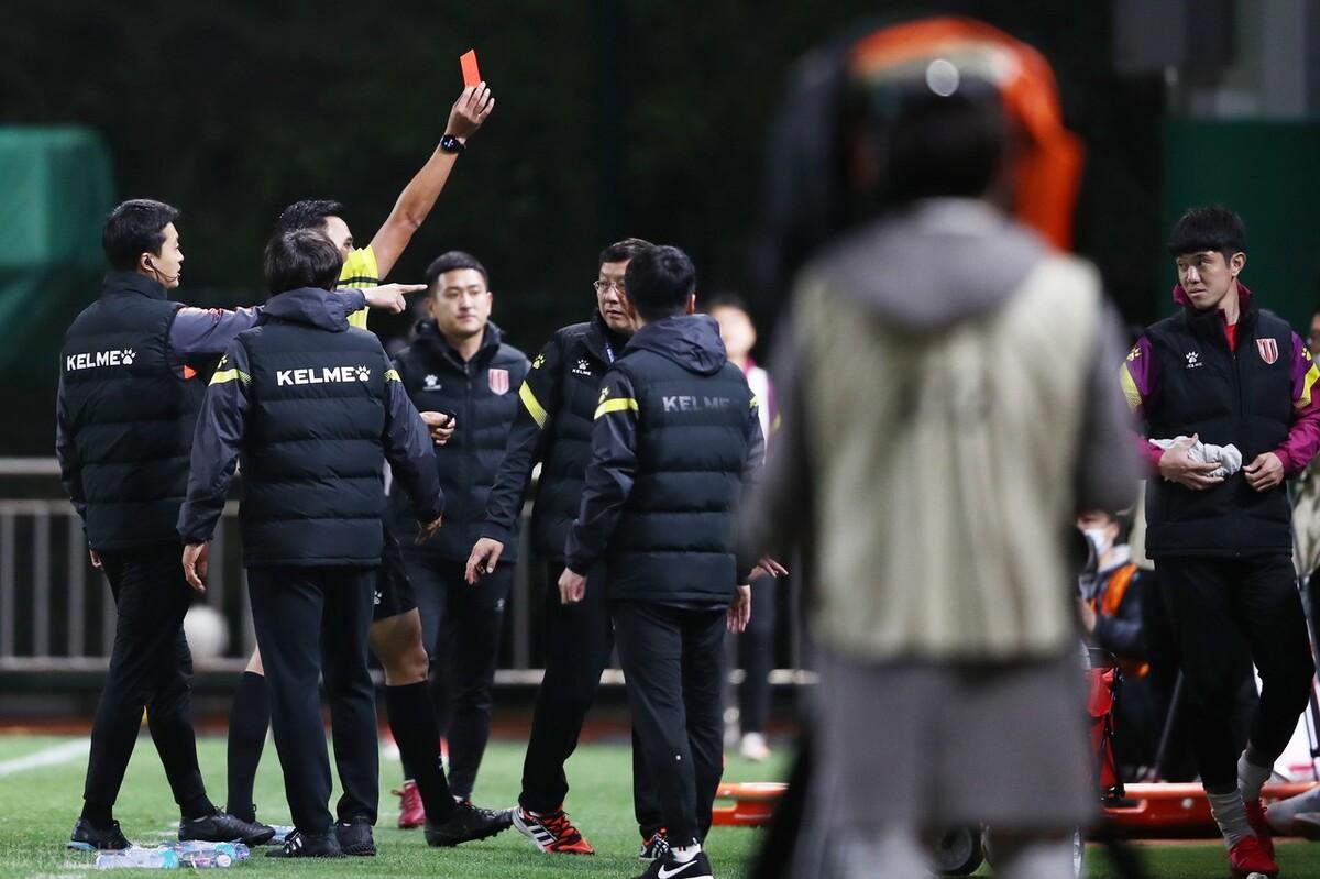 足协重磅罚单:成都蓉城球员李建滨辱骂裁判,停赛10场罚款10万元