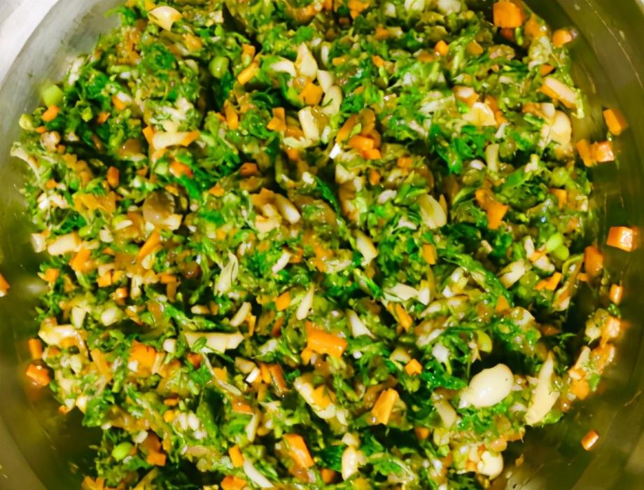 4月正当时的菜,比韭菜营养比荠菜鲜,入馅蒸包子鲜美多汁,特好 美食做法 第4张
