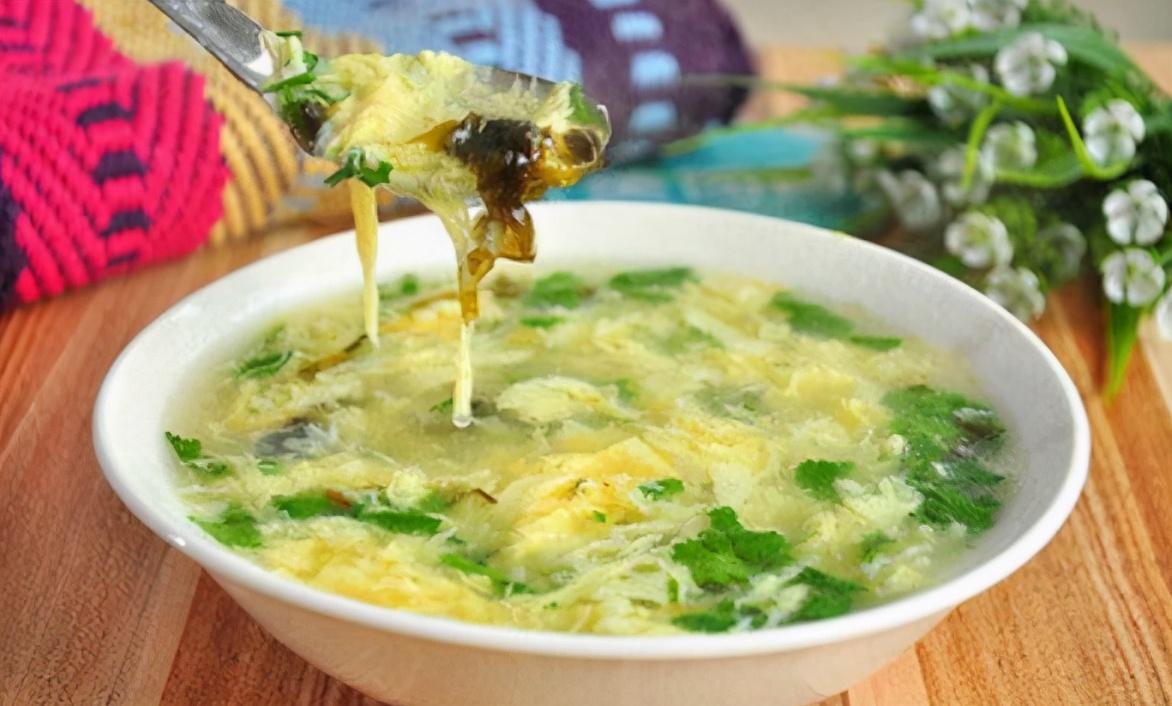 做蛋花汤 不要直接倒蛋液 学会2技巧 蛋花均匀又鲜嫩 不下沉
