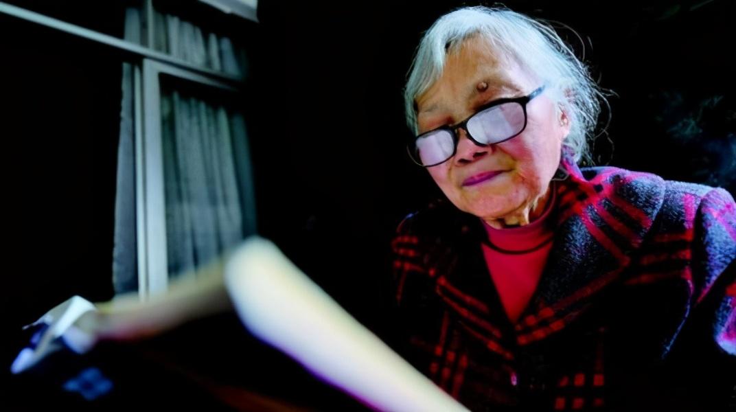 88岁巴菲特学会PPT,我们还有什么理由不坚持终身学习?