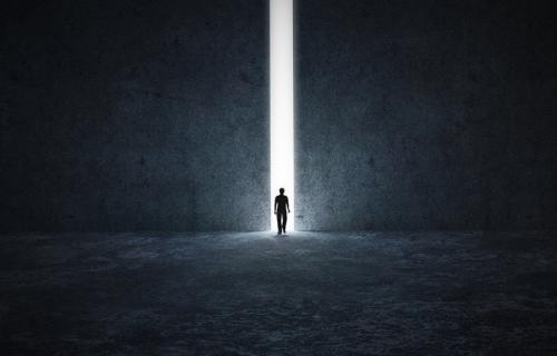 梦见找厕所、喝水意味着什么?心理学揭示梦中所看到的东西的含义