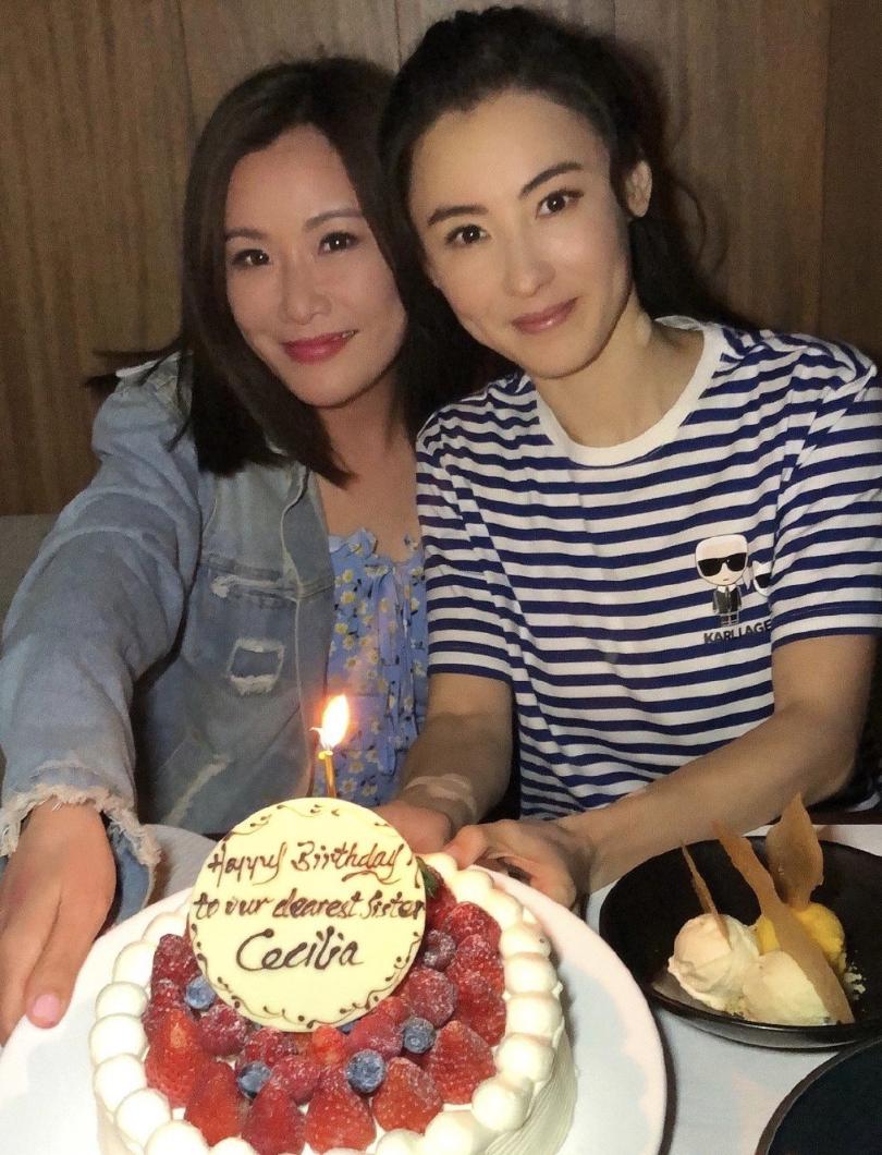 張柏芝41歲慶生照曝光,穿藍白條紋顯年輕,張文慈鄧萃雯相伴左右