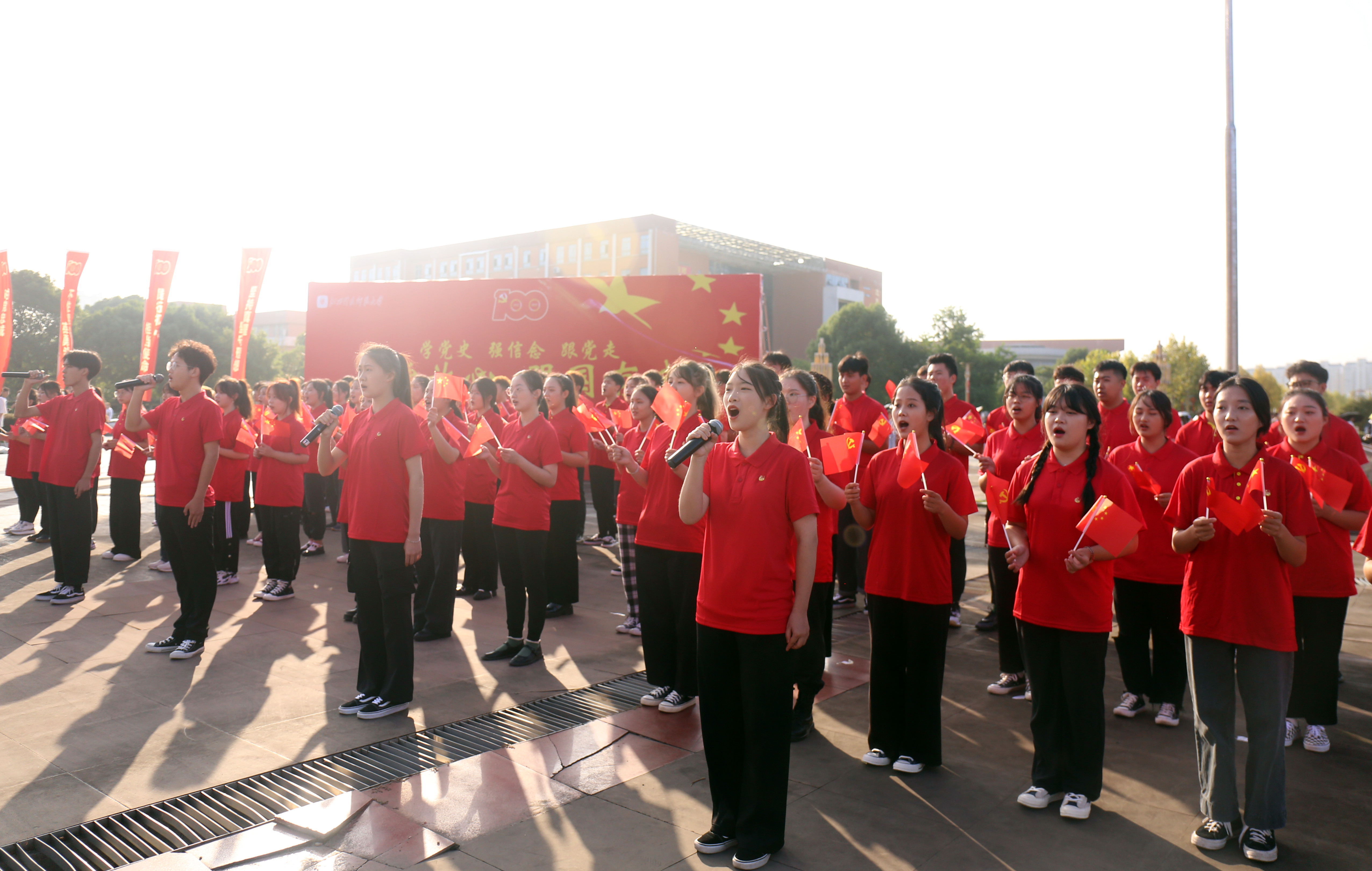 缅怀革命先烈 传承百年薪火 江西科技师范大学开展主题团日活动