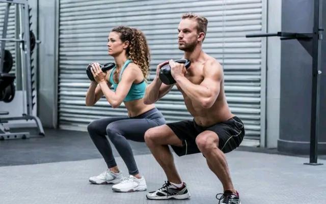 男人坚持做好4个运动,能保持强壮的身体力量,让你更显男性魅力
