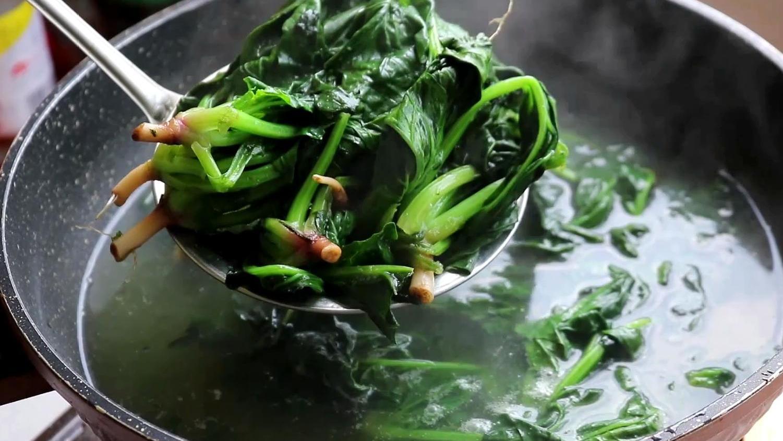 酒店的凉拌菠菜为什么那么好吃过瘾?大厨教你,做法超简单 美食做法 第3张