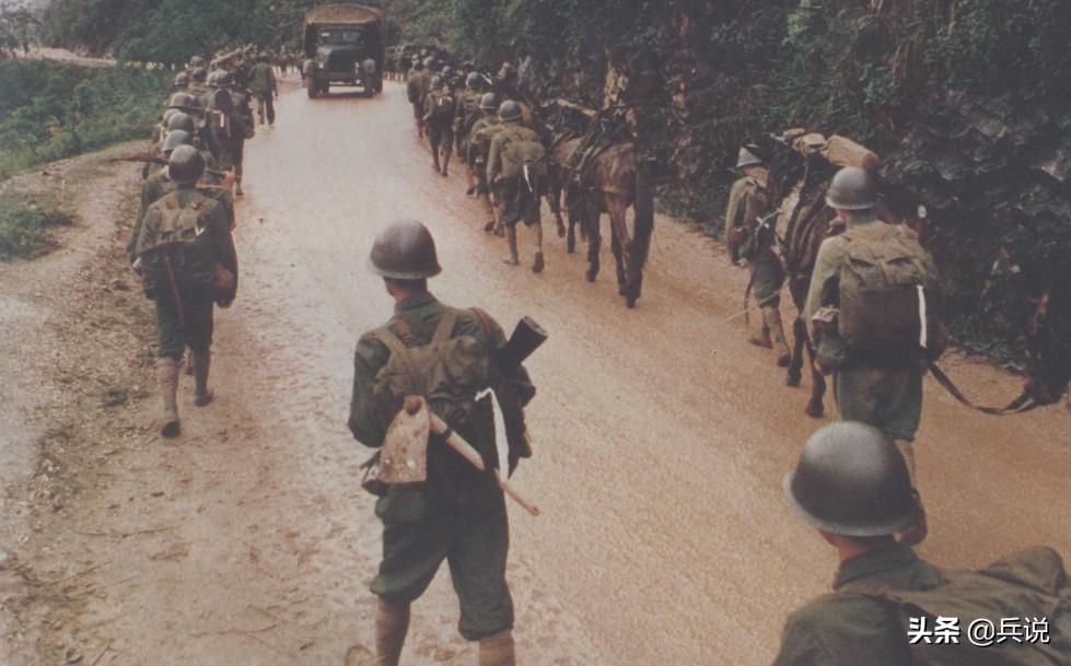 草丛悉悉索索,班长悄悄准备,突然开火,毙伤10名越军