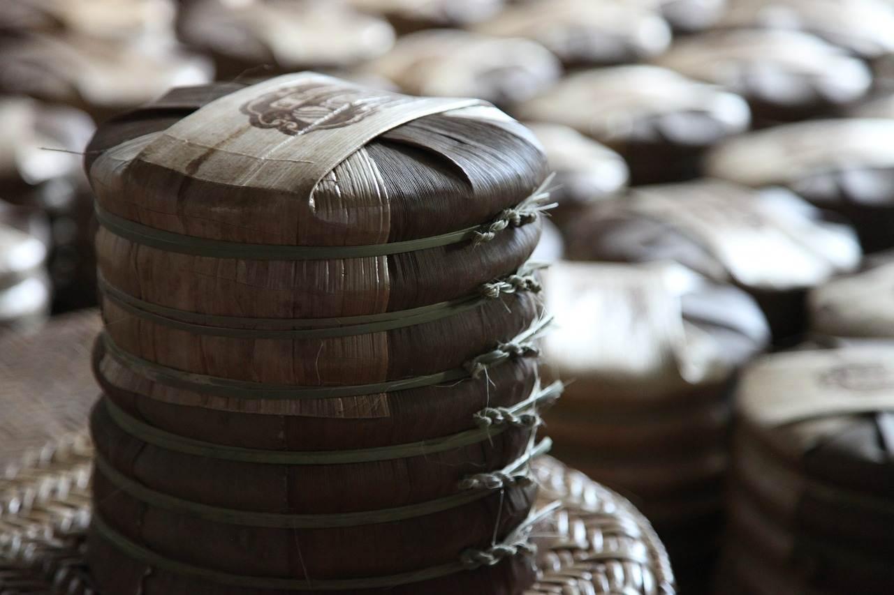 一饼茶一辆宝马,茶企扎堆上市,炒上天的乱象背后问题到底在哪?