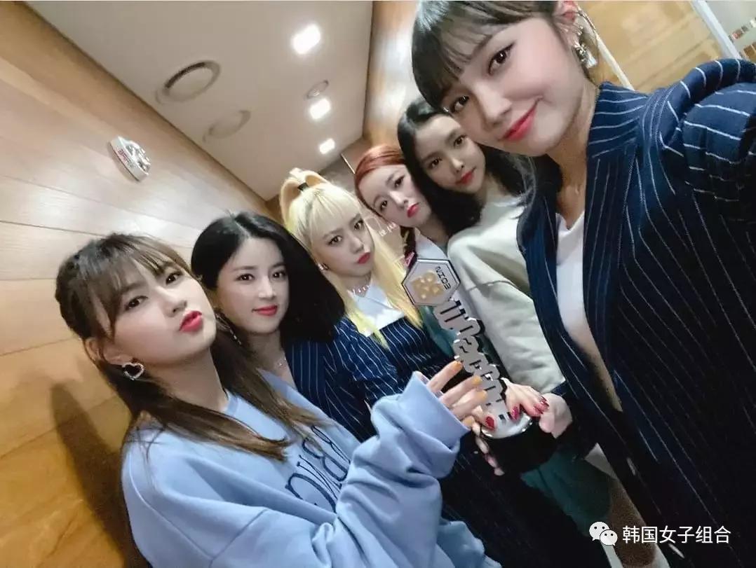 女团十周年,成员上传照片祝贺,却引发韩网友争议?