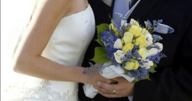 3000万大学生恋爱模式:假情侣vs不结婚,年轻人是怎么了?