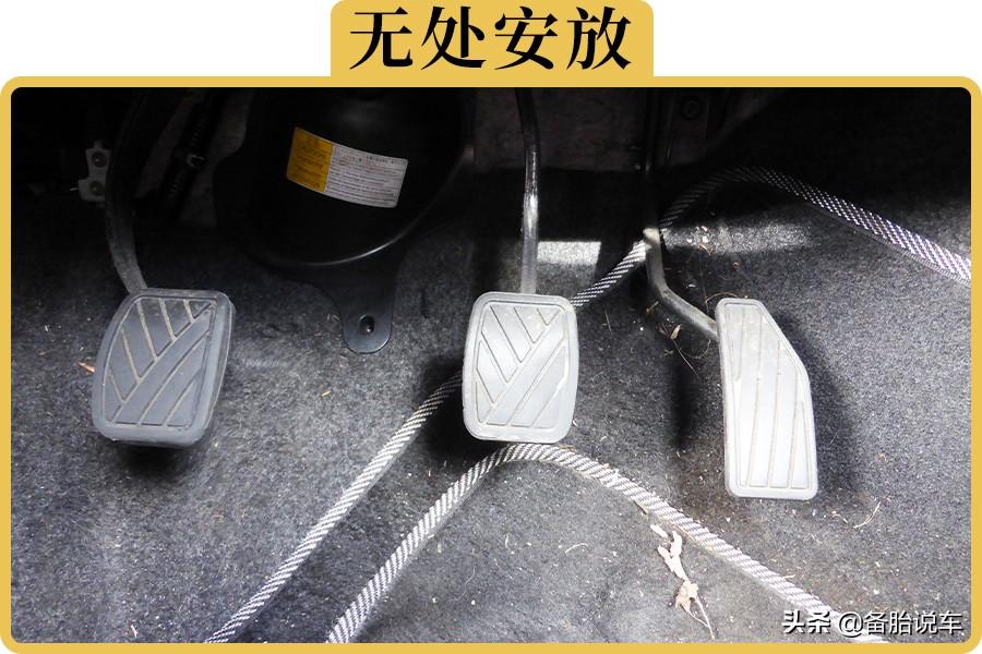 不踩油門的時候腳放哪里?老司機:只有新手才搭剎車上