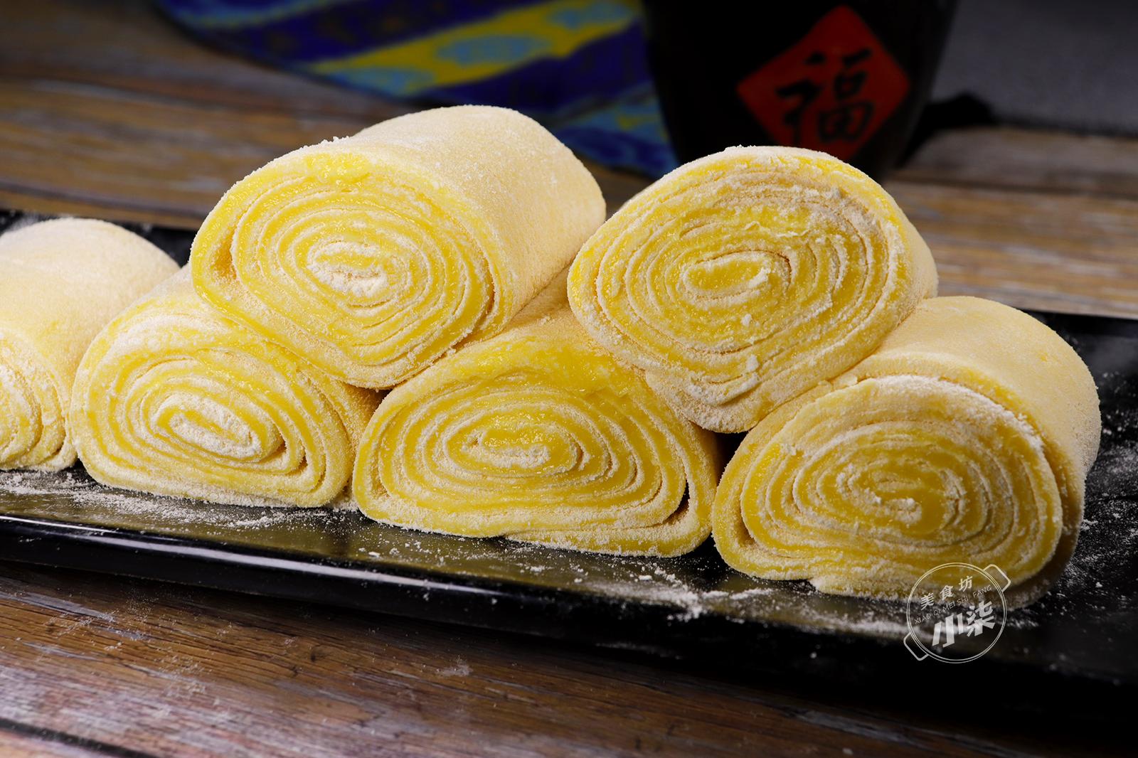 2個紅薯,1碗糯米粉,不烤不油炸,簡單一做,軟糯香甜又多層