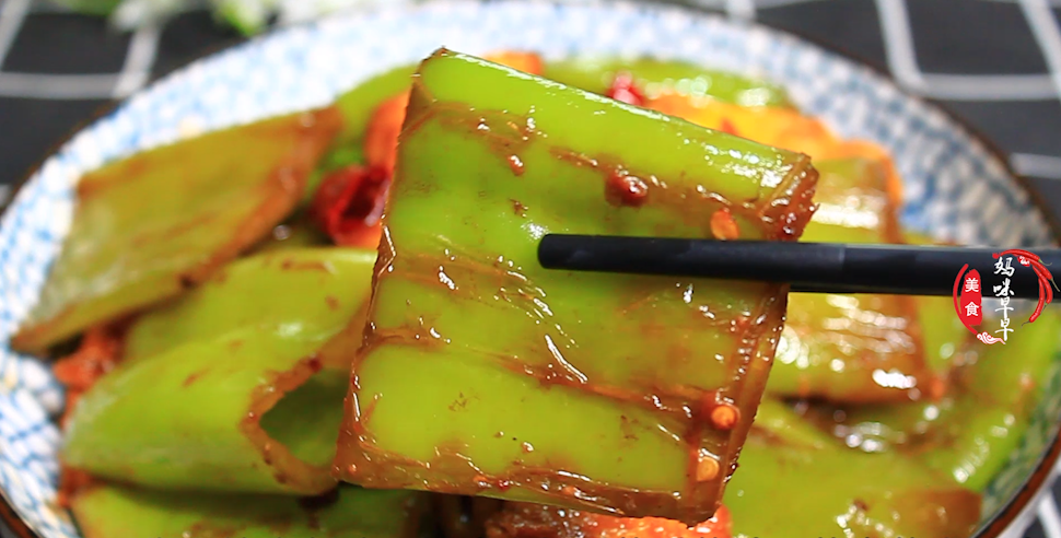 辣椒炒雞蛋,直接下鍋炒是不對的,教你正確做法,辣椒又香又入味