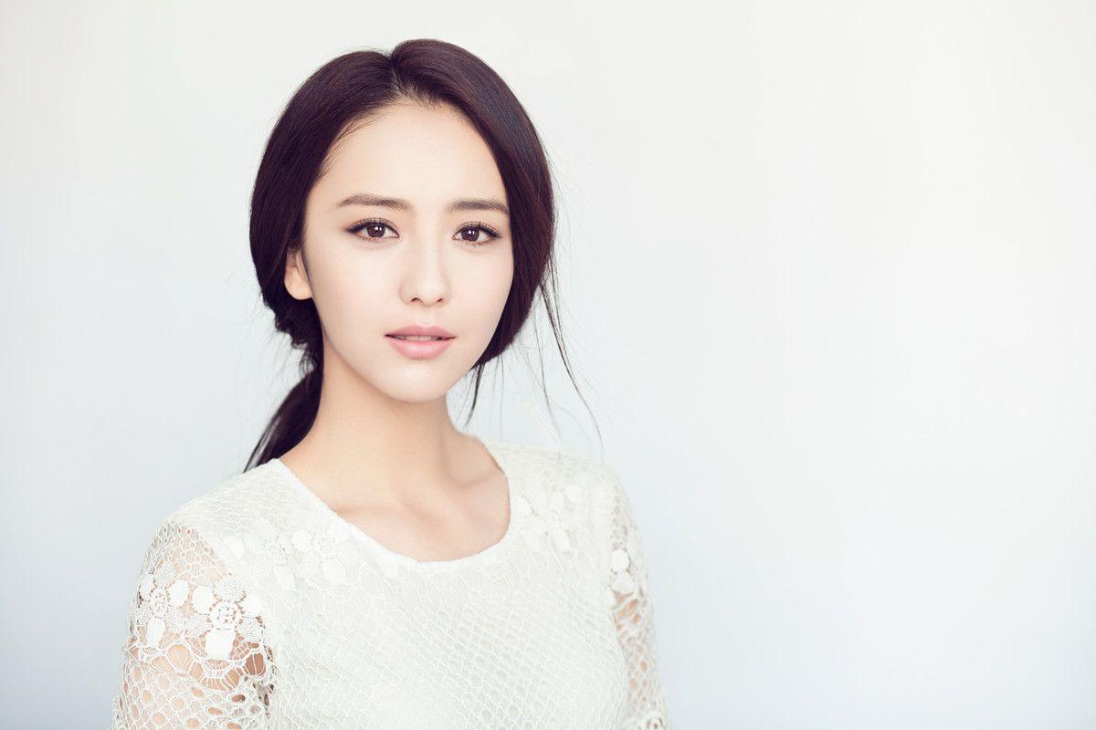 雷人!佟丽娅新剧演女机长,遇到险情还能妆容精致,头发一丝不乱