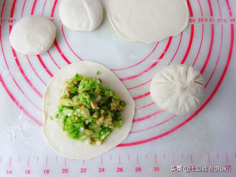 包菜和香干搭配做馅饼,一次至少吃5张,开胃解腻,吃多也没负担