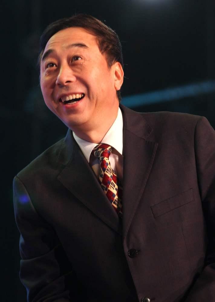 1992年冯小刚为何要为自己的利益伤害待自己如亲兄弟一般的冯巩?