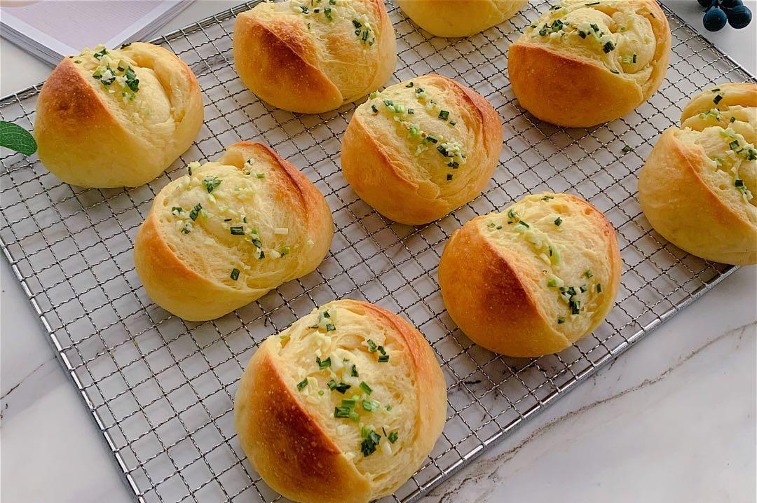 经典蒜香小面包做法步骤图  蒜香浓郁松软拉丝
