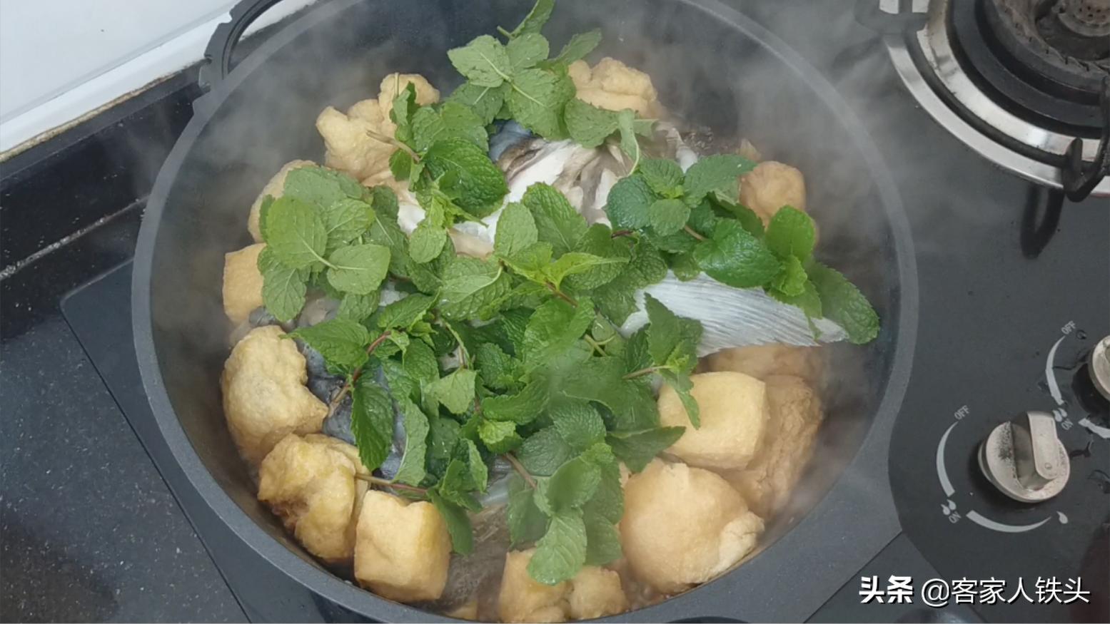 油豆腐加1個魚頭,這做法我家一個月吃3次,營養好吃又開胃下飯