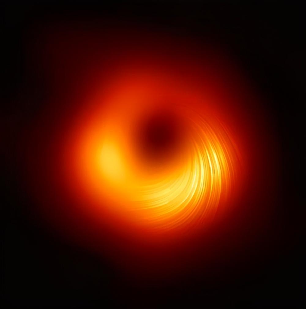 """新发现一颗超级""""恐怖""""的黑洞,正在星系中疯跑,一路狂吃恒星"""