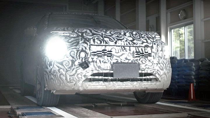 三菱Outlander将在2 月推新,测试车伪装贴纸似乎无用