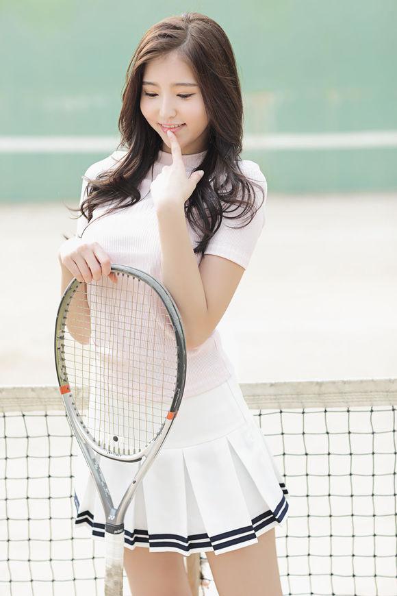 网球少女。