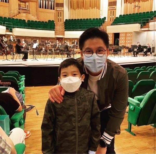 郭晶晶霍啟剛帶兒子聽音樂會,夫妻相搶鏡,豪門教育兒子也富養